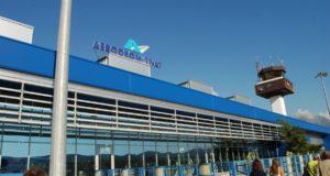 Lotnisko Tivat położone jest na wybrzeżem Morza Adriatyckiego.