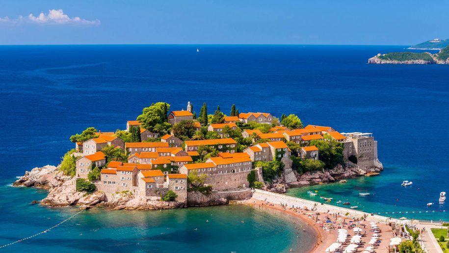 Wyspa Sveti Stefan przekształcona w prywatny hotel.