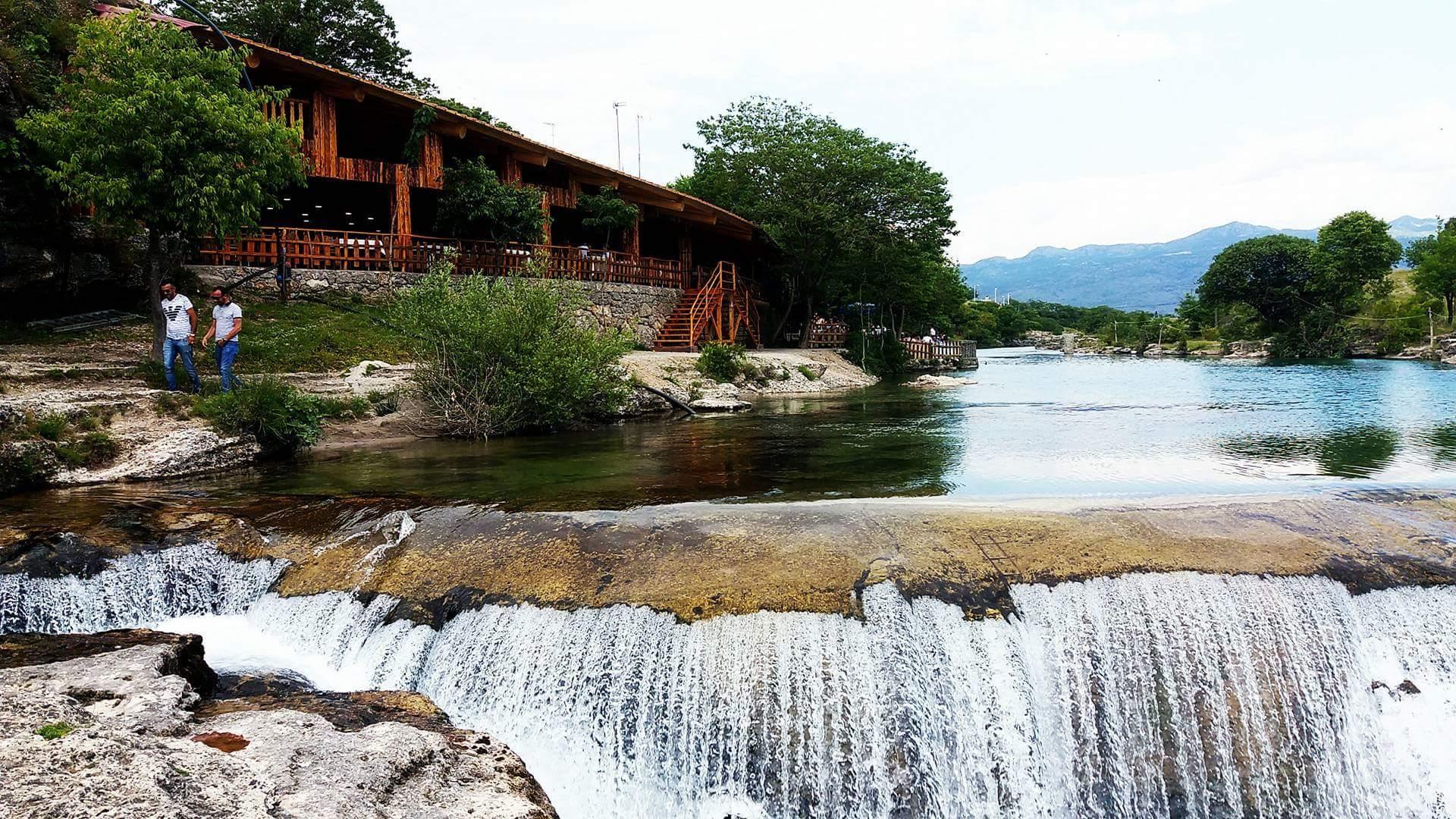Rzeka Cem i wodospad Niagara w Czarnogórze.