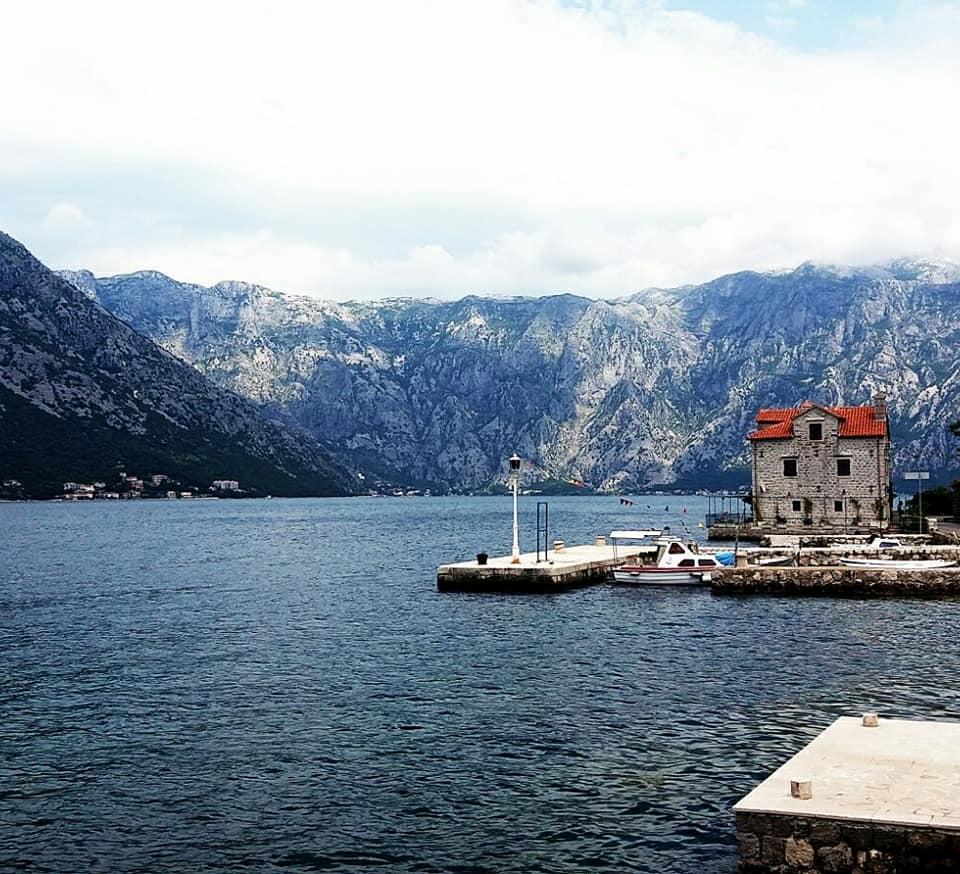 Zatokę Kotorska można objechać samochodem.