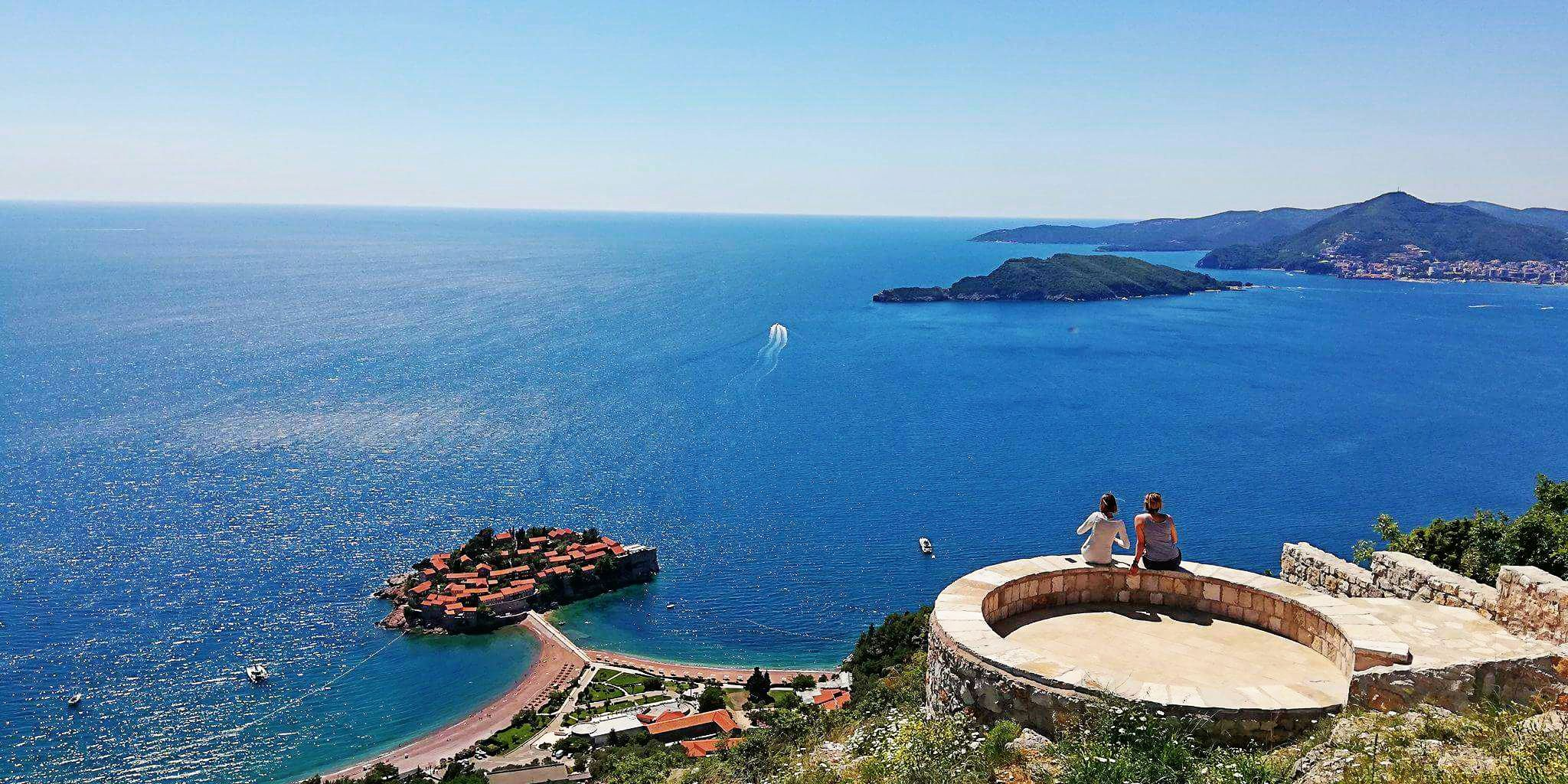 Punkt widokowy na wyspę Sveti Stefan.