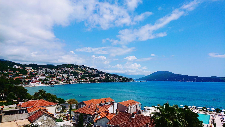 Panorama Herceg Novi z hotelu Palmon Bay.