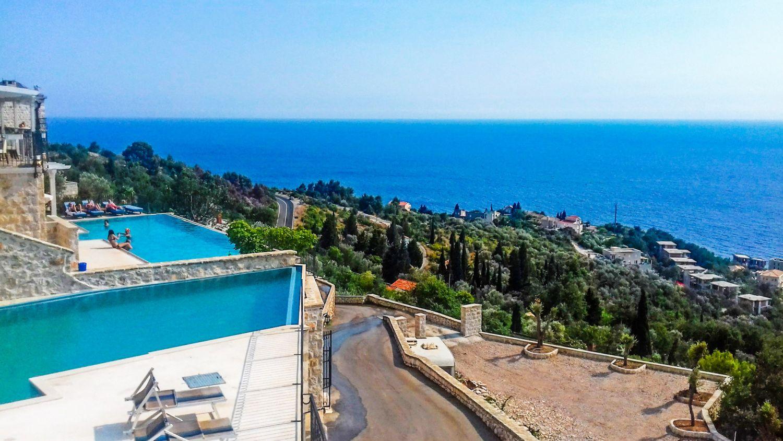 W Czarnogórze znajdziemy wiele apartamentów z basenem.