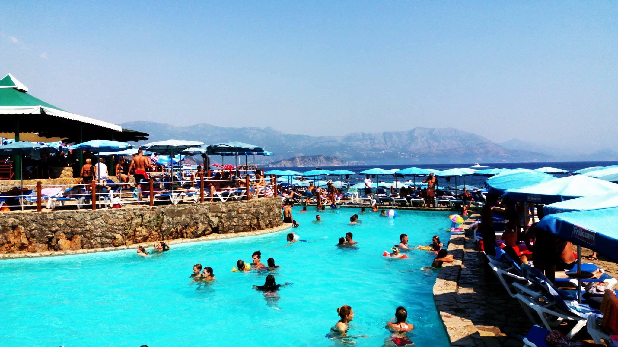 Plaża Ploce to raj dla imprezowiczów.