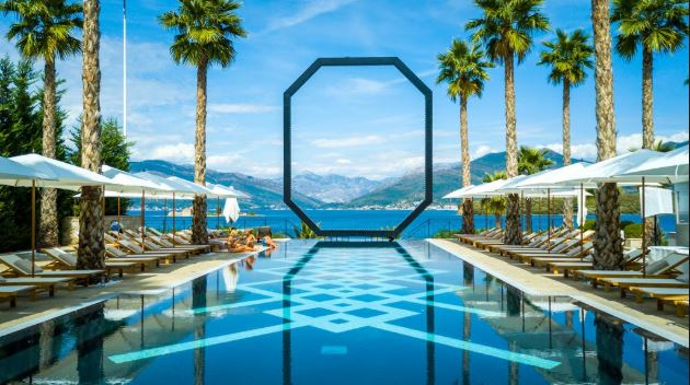 Hotel La Perla w Czarnogórze.