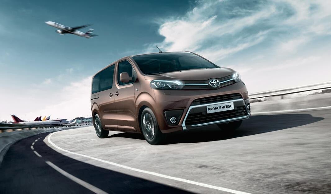 Wypożyczalnia samochodów w Czarnogórze ma w swojej ofercie minivana na 8 osób.