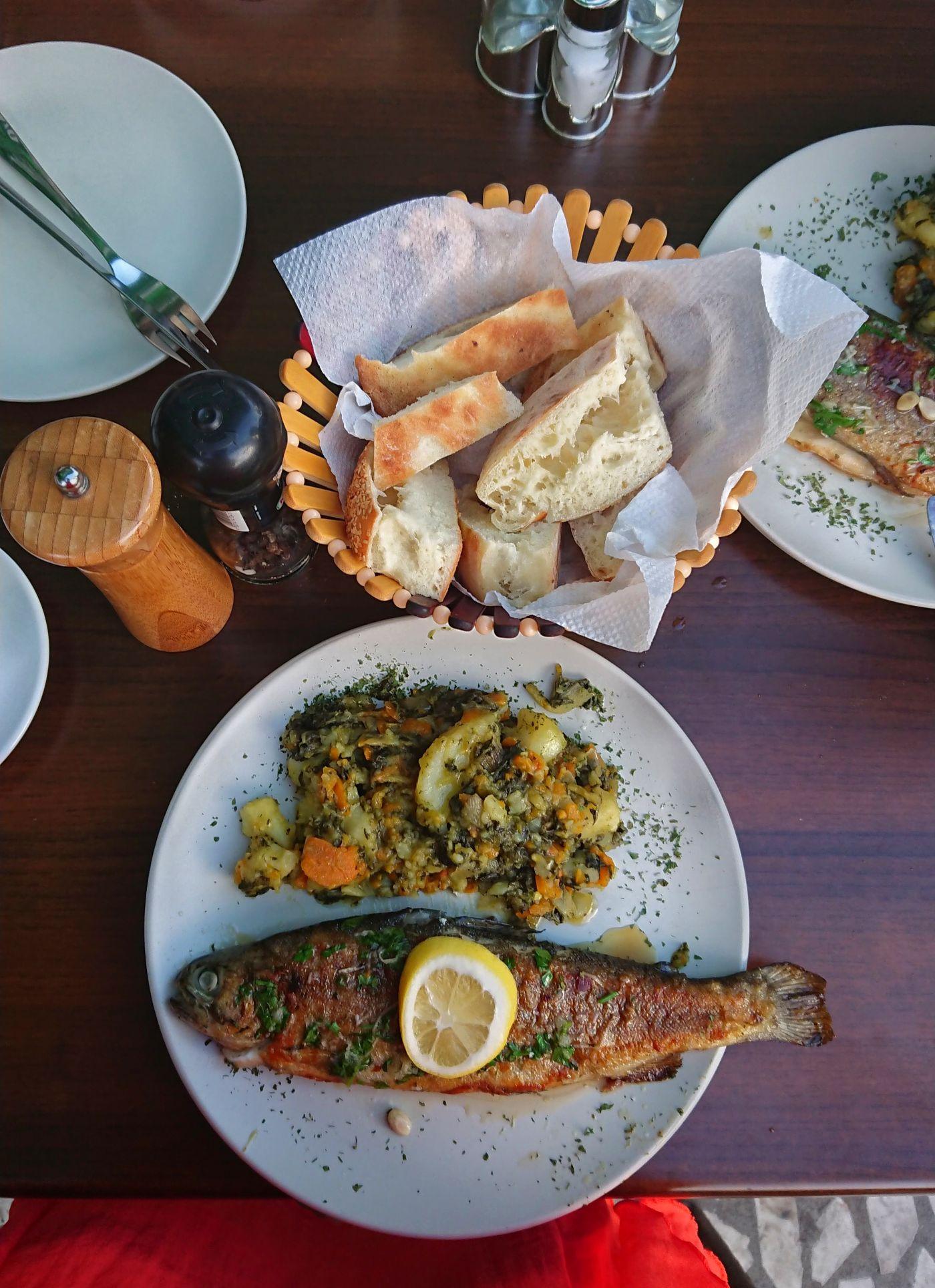Przepyszna kuchnia czarnogórska obfituje w ryby i owoce morza