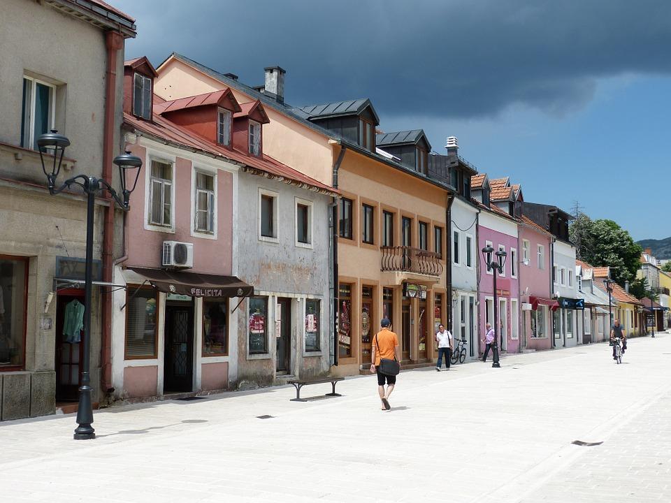 W Cetynie można odpocząć od tłumów turystów.