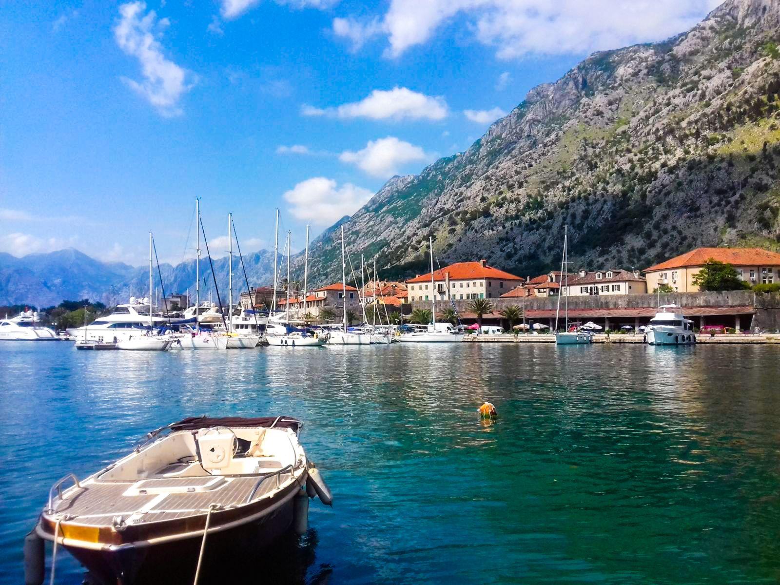 W Kotorze nie znajdziemy plaż.