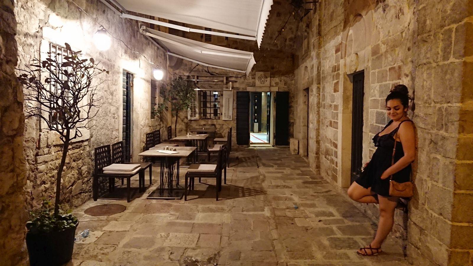 Uliczki Kotoru warto odwiedzić, też nocą.