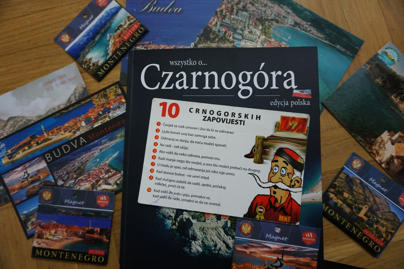 Najpopularniejsze pamiątki z Czarnogóry, to wszelkie gadżety z 10 przykazaniami.