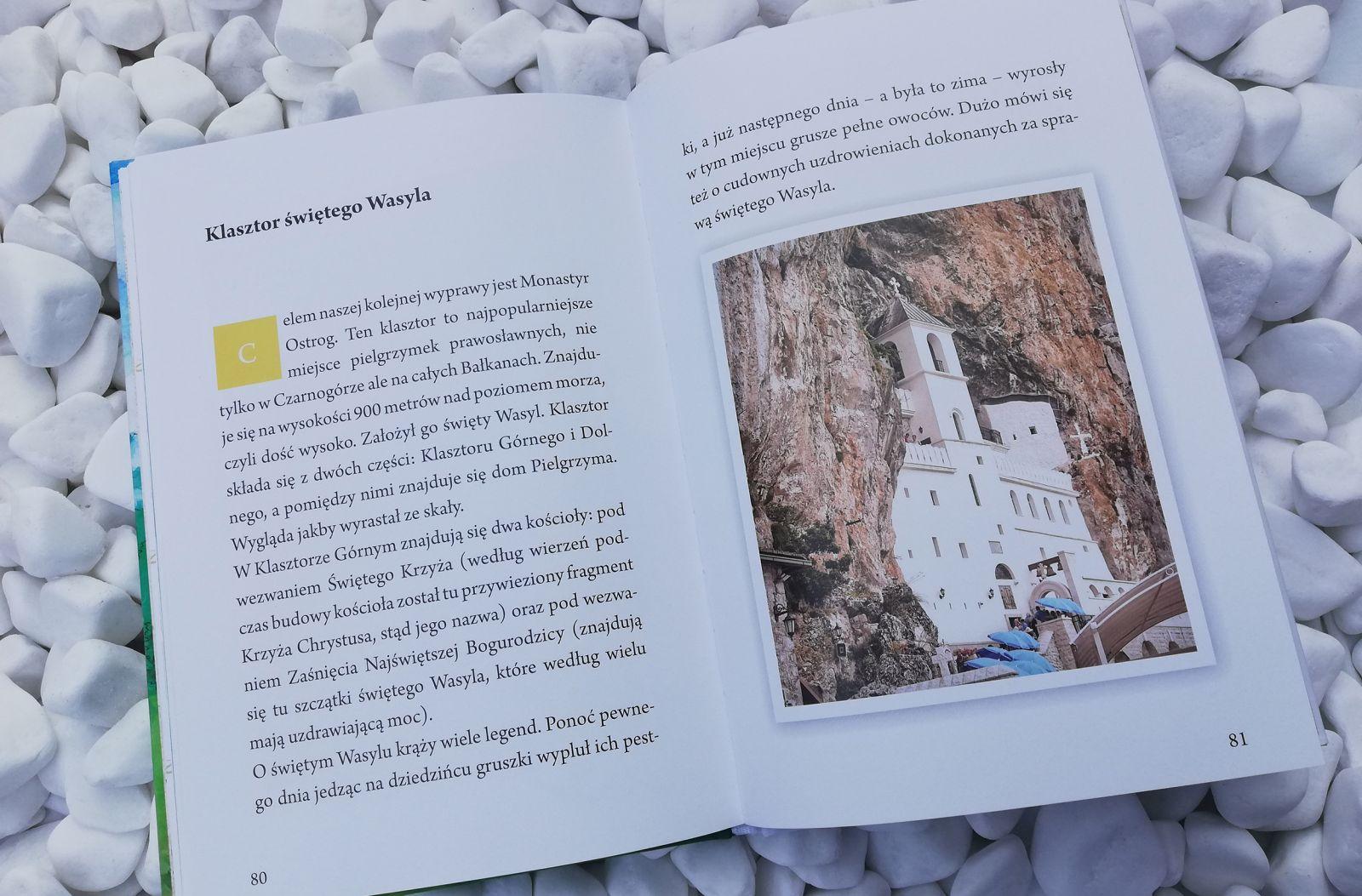 Książka o zwiedzaniu Czarnogóry dla najmłodszych.