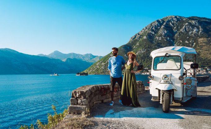 Zwiedzanie Zatoki Kotorskiej Tuk Tukami to świetny pomysł!