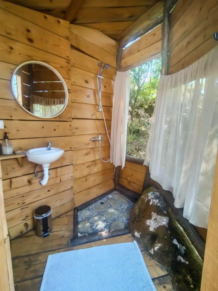 Łazienka w namiocie Mint.