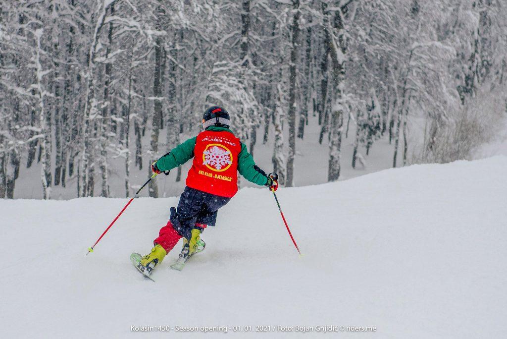 Kto by pomyślał, że w Czarnogórze można jeździć na nartach?! Czarnogóra ma bardzo dużo do zaoferowania w sezonie zimowym. Fot. Bojan Gnjidić