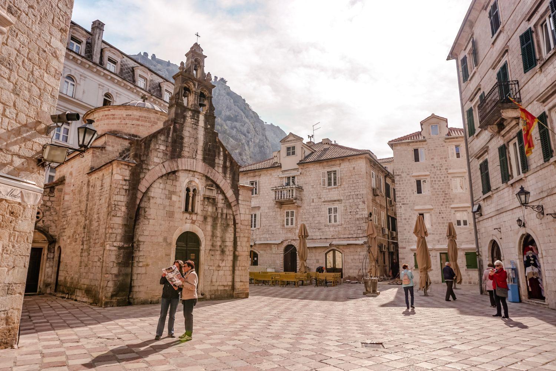 Plac Sveti Luka w Kotorze.