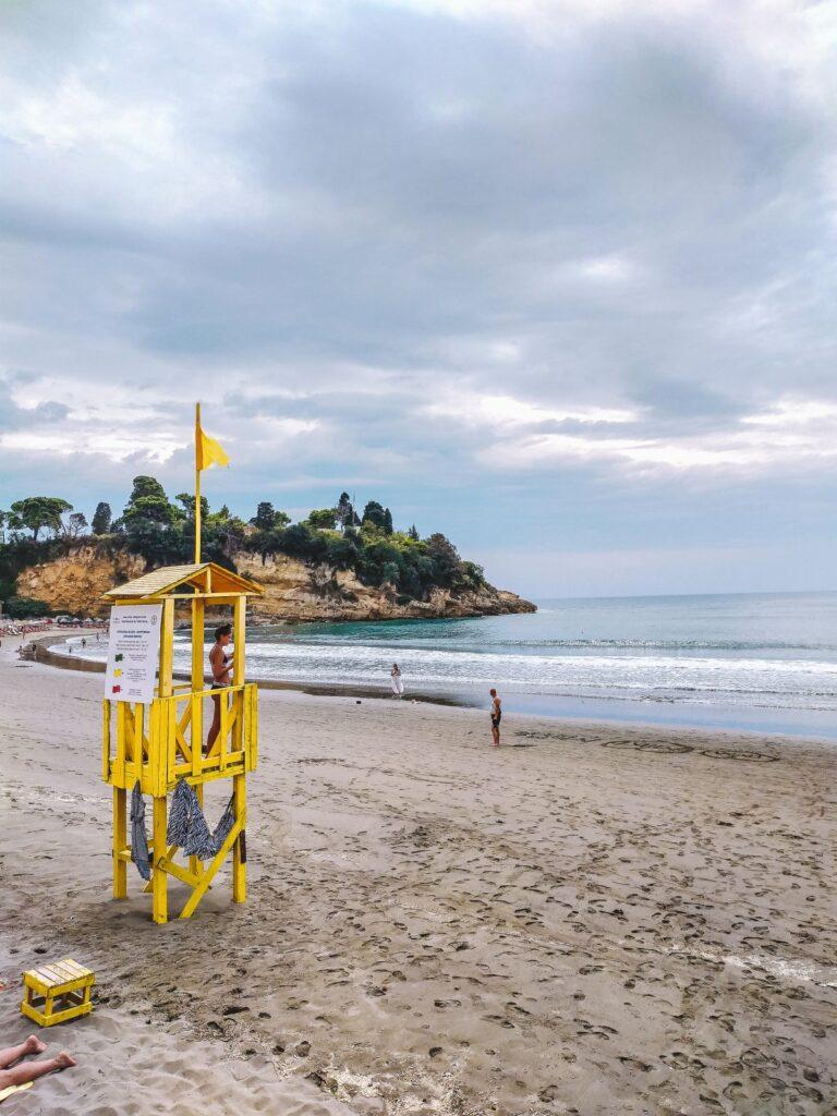 Plaża w centrum miasta Ulcinj.