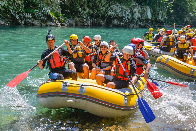 Podczas raftingu trzeba pamiętać o bezpieczeństwie